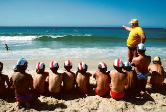 Foto: Australien, Sydney, Bondi Beach, zukünftiger Rettungsschwimmer, 1979 (Australia, Sydney, Bondi Beach, future life savers, 1979) © Eckhard Supp