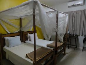 Photo: Sn4HR0210-160202Dakar, Pouponnière, chambre, lit avec moustiquaires DSC09611.BV