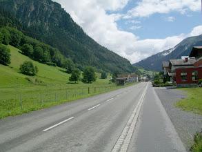 Photo: 10e Dag, zaterdag 25 juli 2009 Bludenz - Imst Dag afstand: 90.5km, Totaal gereden: 979 km . Op weg naar de Arlbergpas.