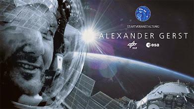 Photo: Geschafft! Alexander Gerst und seine Kollegen sind in der Internationalen Raumstation #ISS angekommen. http://www.dlr.de/dlr/desktopdefault.aspx/tabid-10081/151_read-10531/#gallery/15041  (FW) #BlueDot #GoAlex