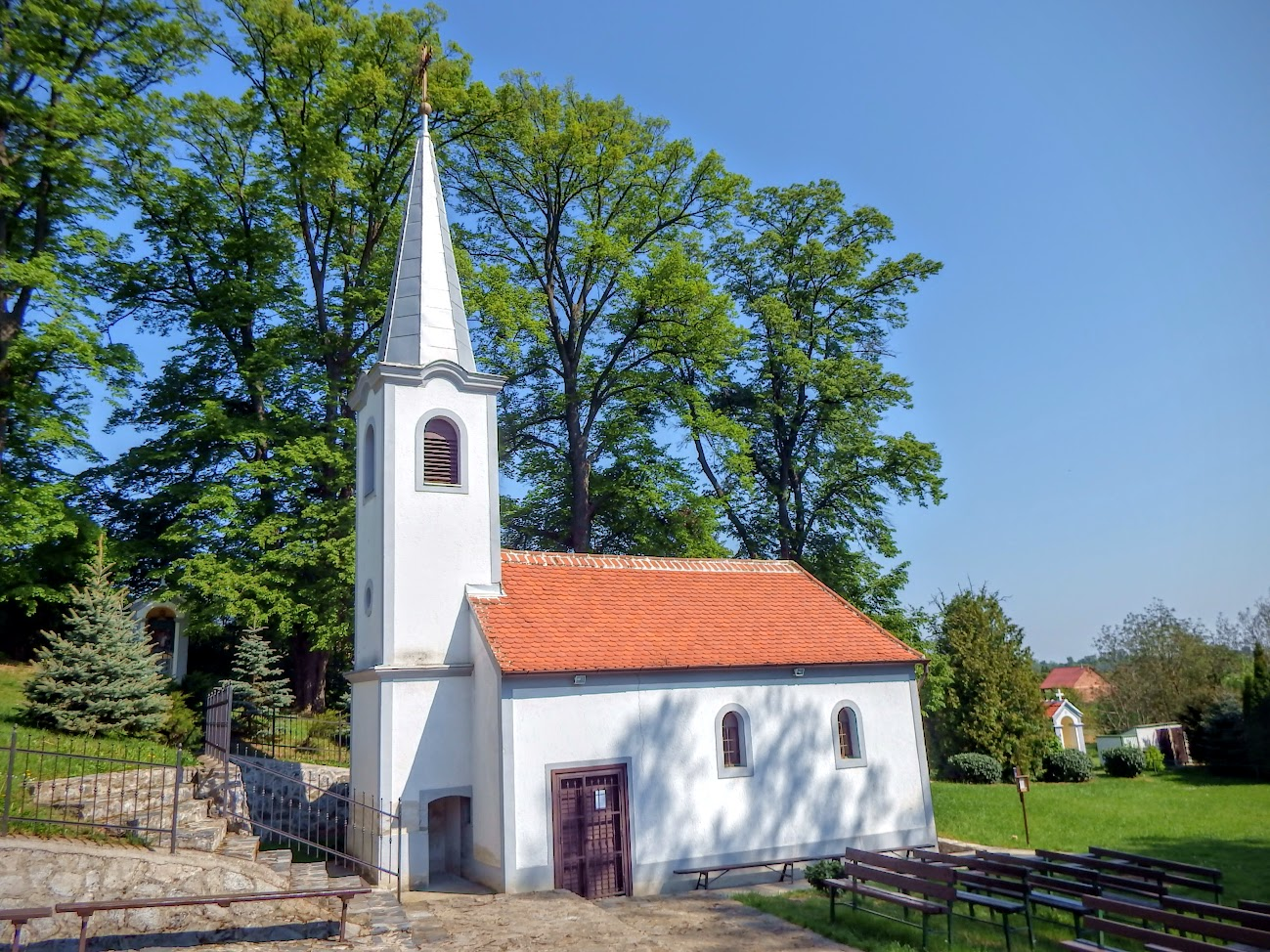 Gencsapáti - Fájdalmas Szűz Szentkúti kápolna és keresztút