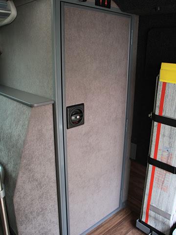 岩手県北自動車「盛宮106特急」 1階 トイレ