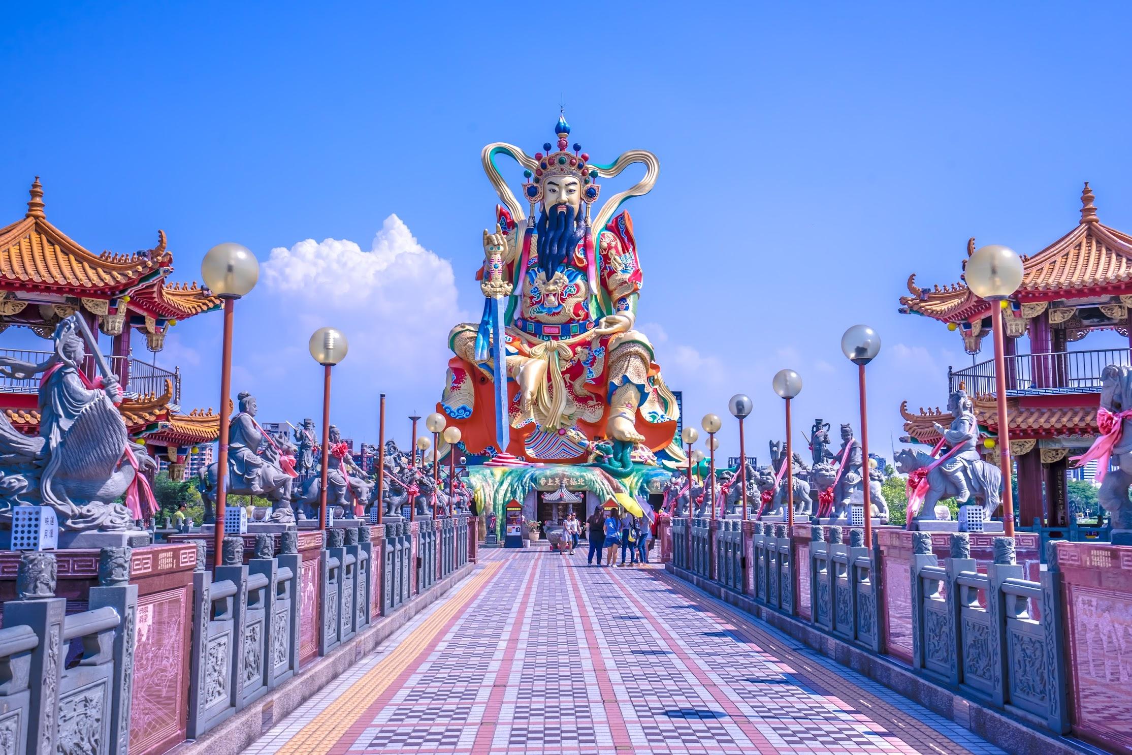 Kaohsiung Lotus Pond Statue of Taoist God Xuan-Tian-Shang-Di1