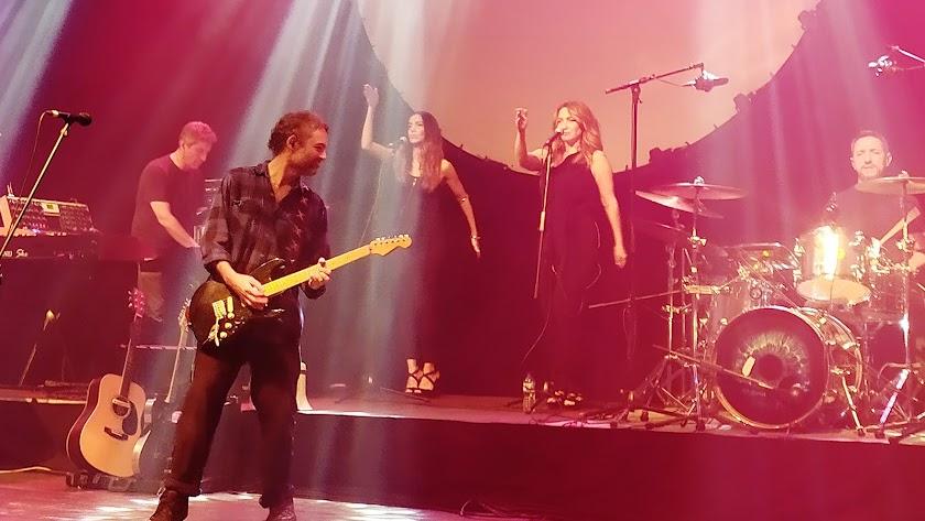 Pink tones en un momento del concierto que ofrecieron en el Cervantes (Foto: Paula García).