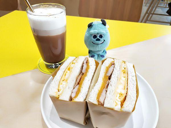 GinGin Coffee 特色咖啡/ 清爽三明治及餐點/ 有Wifi 且空間座位大