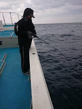 """Photo: """"フジワラさん""""もフィーッシュ! ・・・でしたが水面でアオナ、逃げていきました!"""