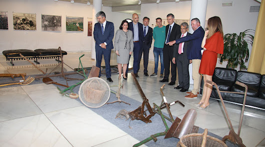Grupo La Caña clausura en Granada su exposición 40 años de agricultura
