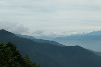 左から戸倉山・白岩岳・陣馬形山など