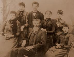Photo: Left to right: Jessie Dorcas, Sarah  Ellen, John Henry, wife Sarah Priscila, Laura Mae and Lillian Maude Thomas
