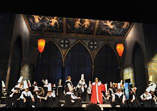 Photo: EINE NACHT IN VENEDIG / Wiener Volksoper. Inszenierung: Hinrich Horstkotte, Premiere 14.12.2013.Ensemble, Jörg Schneider,  Vinzent Schirrmacher. Foto: Barbara Zeininger