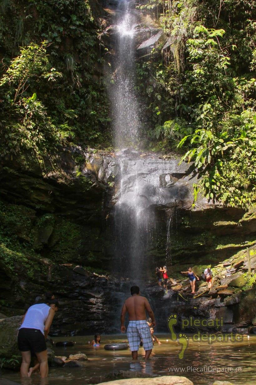Cascada Ahuashiyaku, localizata la 14km nord-vest de oraul Tarapoto, în Aria de Conservare Regionala Cordilliera Escalera. Ahuashiyaku Waterfall, 14km away from Tarapoto, Peru
