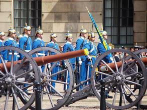 Photo: Zmiana warty przy Zamku Królewskim w Stockholmie