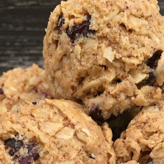 Vanilla Cranberry Oatmeal Protein Bites
