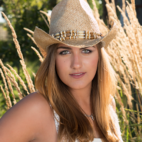 Country Photoshoot by Dirk Dreyer - People Portraits of Women ( model, dreyerpictures.com, shoot-or-go-home, gx8, micro four thirds, mirrorless, young, portrait, m43, female, lumix, m43ftw, panasonic )