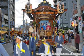 Photo: 【平成21年(2009) 宵宮】  夕闇せまる上溝商店街を行く。
