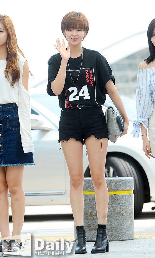 jeongyeon legs 33