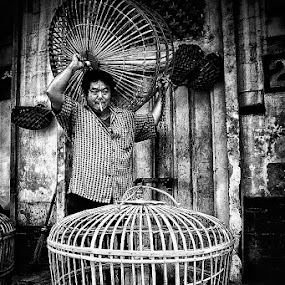 Chicken Seller by Ayah Adit Qunyit - Professional People Business People