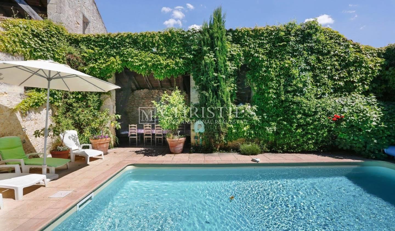 Maison avec piscine et terrasse Rauzan