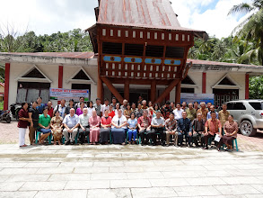 Photo: A photo of the full conference group as it was held at the Synod main office location at Teluk Dalam.
