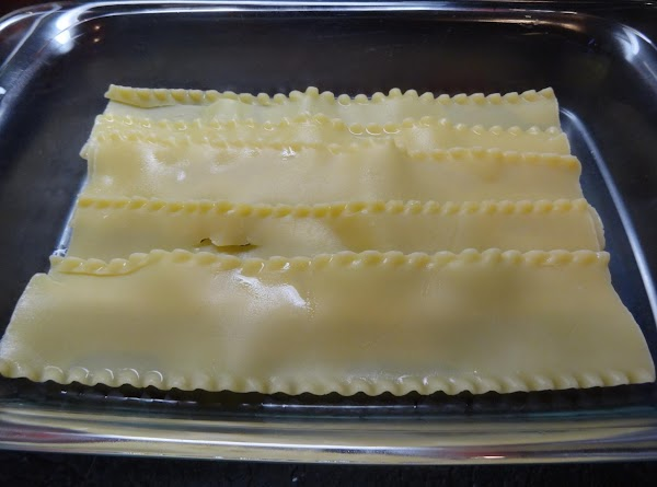 Cook lasagna noodles. Drain. Cool.