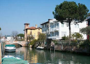 Hotel Villa Venice Movie