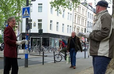 Straße, Verteiler, Passanten.