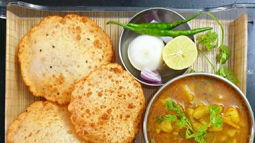 Bedmi Puri [Regular] With Sabzi image