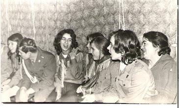 """Photo: Spotkanie Młodzieżowego Kręgu Instruktorskiego im. Andrzeja Romockiego """"Morro"""" listopad 1972 od prawej: hm. Danuta Rabek, Zofia Perłowska, ........,........., Ewa Rabek, .........., Iwona Mazurek."""