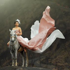 by IkanHiu Pegel Pegel - People Fashion ( horse, teman, fairytale )
