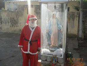 Photo: Papá Noel junto a María, la Madre de Jesús.