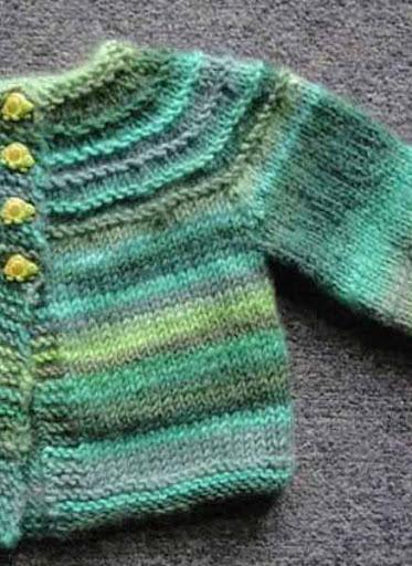 DIYのかぎ針編みのベビーセーター