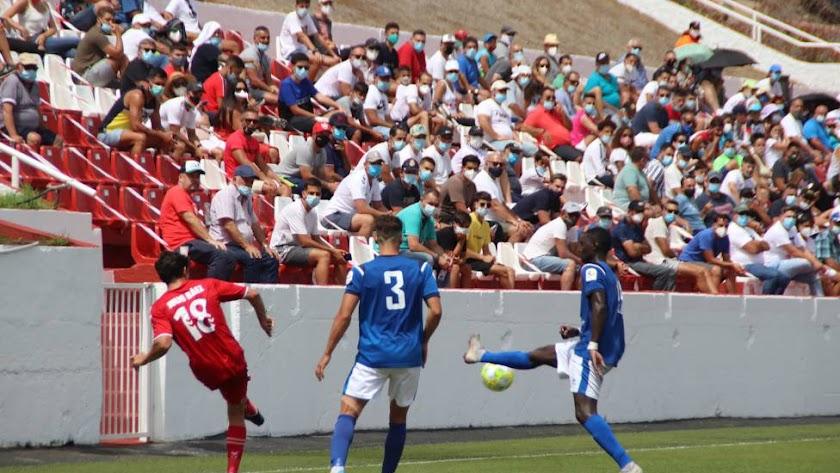 Los aficionados han vuelto a disfrutar de fútbol en directo.