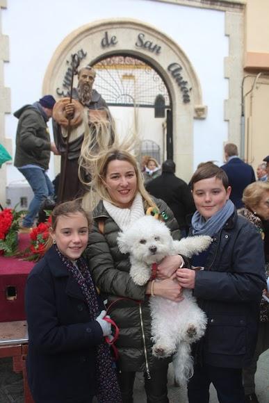En familia ante San Antón.