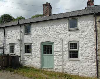 Llanerfyl cottage for sale