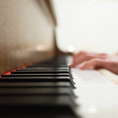 Being a helpful pianist: a note on starting notes