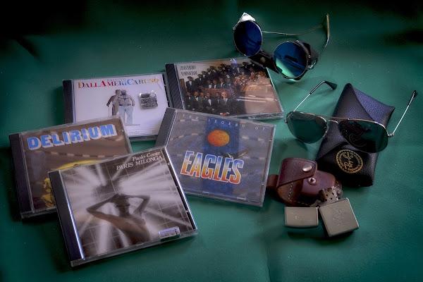 CD, RayBan e Zippo di GVatterioni