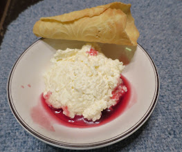 Photo: Krumkake & Riscrem med Pomegranate Frukt Suppe