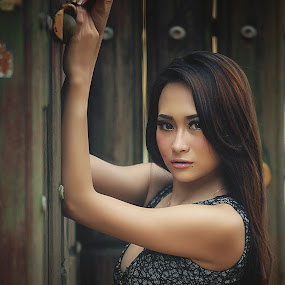 Body Language by Karazy Shooke - People Portraits of Women ( expression, canon, sexy, girl, tiara, indonesia, photohunting, body language, women, people, 5d )