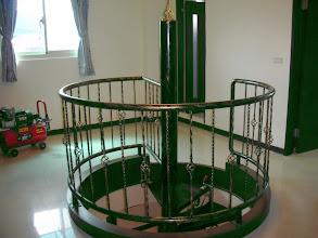 Photo: 屋內七樓直通八樓鍛造樓梯欄杆