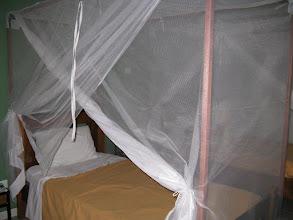 Photo: Sn4HR0212-160202Dakar, Pouponnière, chambre, lit avec moustiquaire IMG.RV_jpg