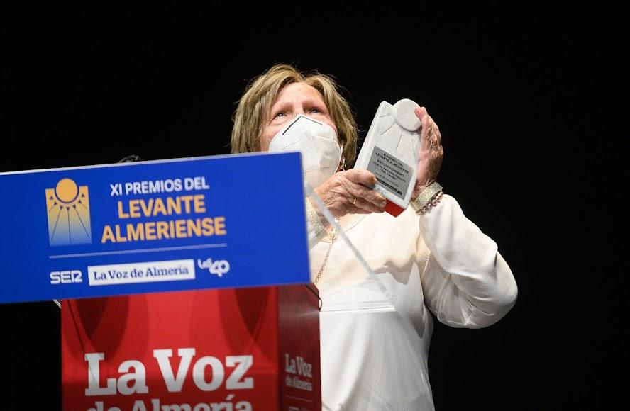 El Club de Personas Mayores 'San Cleofás' de Vera recibe el Premio Asociacionismo. Antonia Martínez es su presidenta.