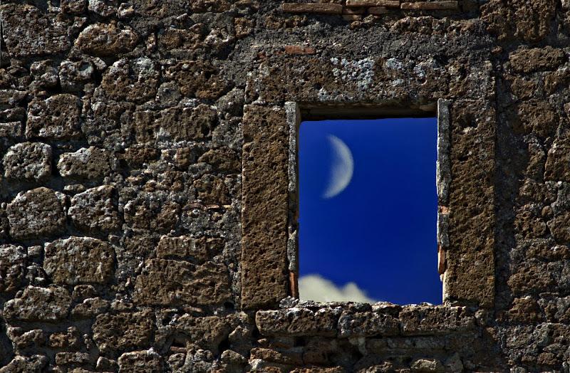 la luna nella finestra di ruggeri alessandro
