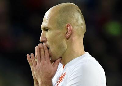 Amper zes veldspelers op training bij Oranje, Robben wordt gespaard tegen Rode Duivels