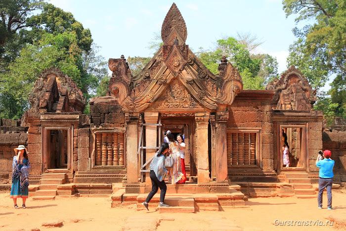 Бантей Срэй, дальние храмы Ангкора