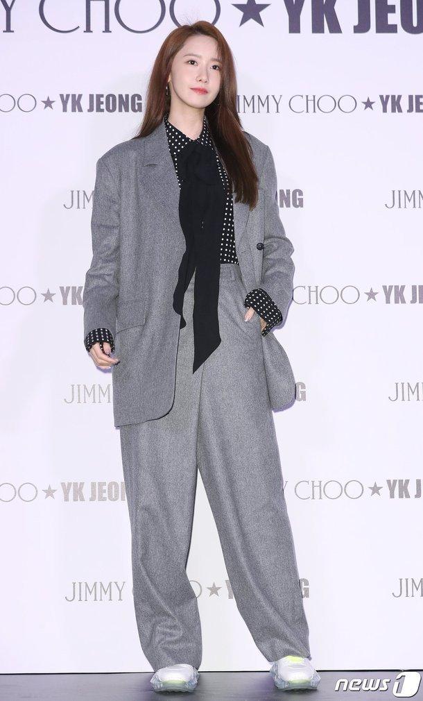yoona suit 1