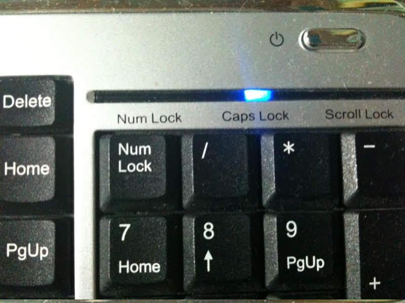 caps lock 켜진 키보드