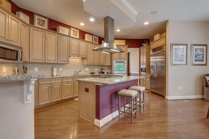 22414 Dinah Pl Leesburg VA-small-022-32-Kitchen-666x445-72dpi.jpg
