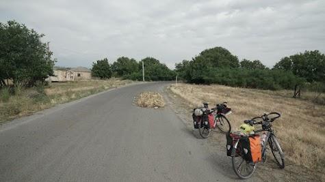 Westlich von Gori wird die Straße zweckentfremdet.
