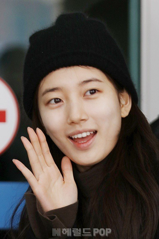 Suzy Decides To Go Bare Faced And Natural For Her First Appearance ...