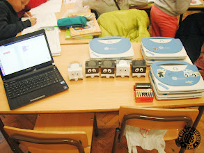 Photo: 5 Infante Robots and Magalhães laptops